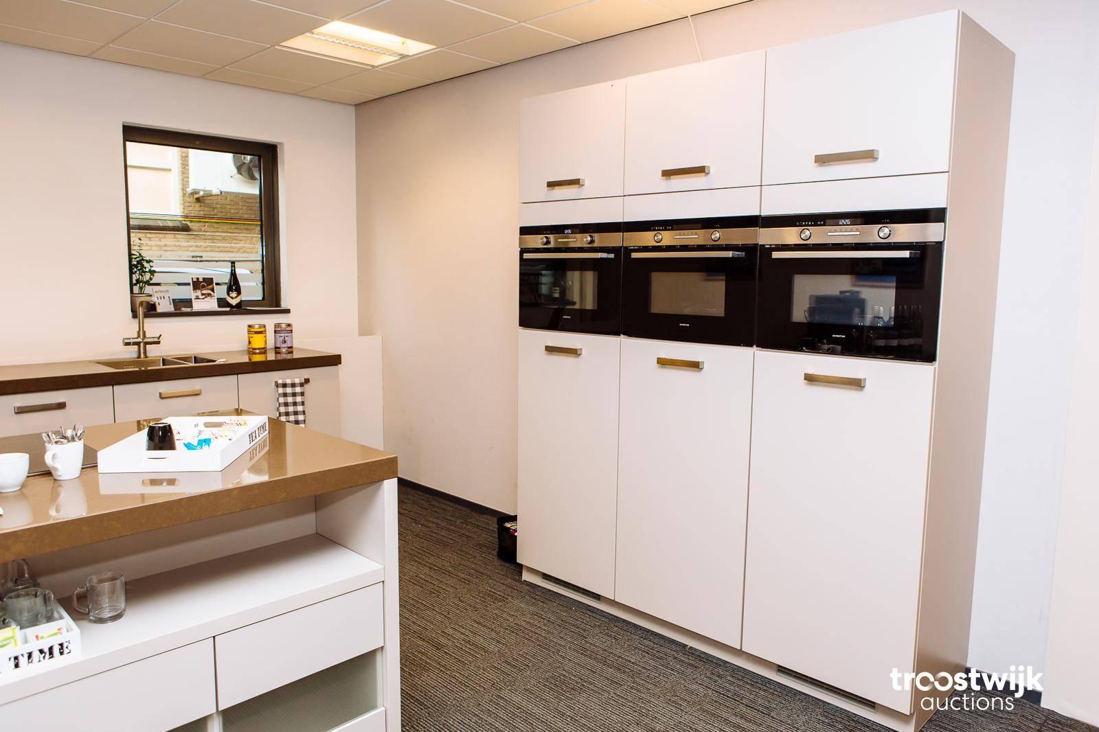 Badkamer Showroom Harderwijk : Multiple showroom kitchen by brigitte troostwijk