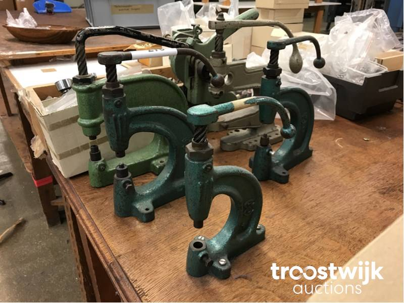 manual riveting devices for snap fasteners - Troostwijk