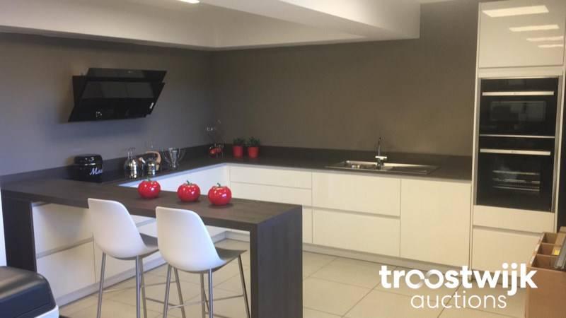 Pronorm U Kitchen With Bar Area Troostwijk
