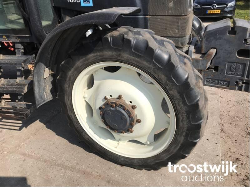 1998 New Holland TS110 four-wheel drive farm tractor - Troostwijk