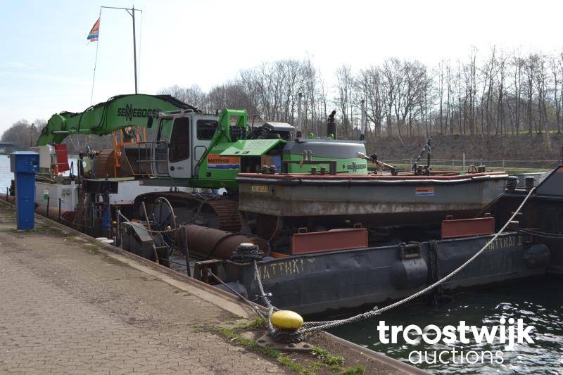1 dredger (pontoon with Sennebogen 830) - Troostwijk