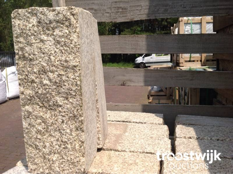 lot of granite curbs / palisades - Troostwijk
