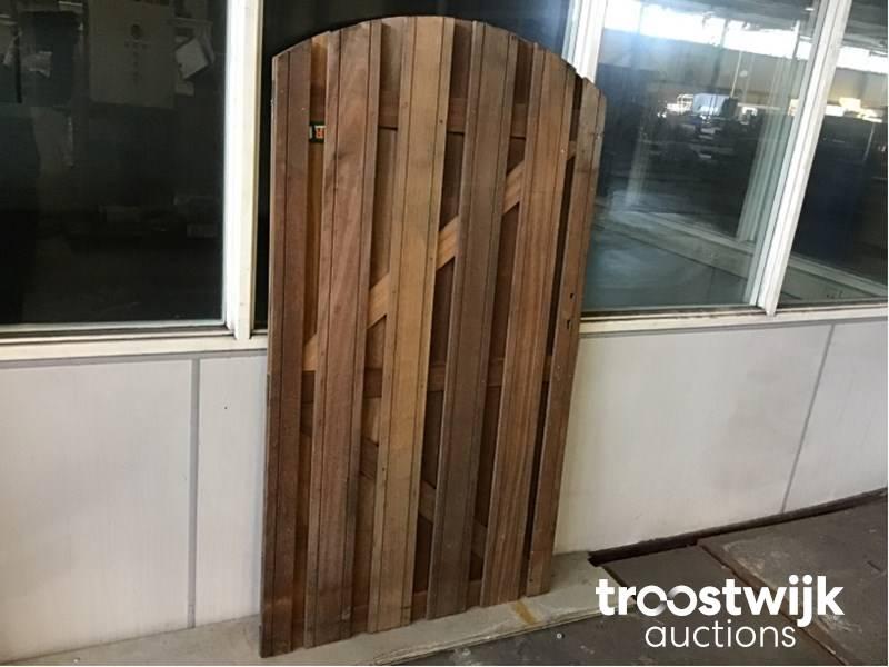 porte de jardin avec trou de serrure - Troostwijk