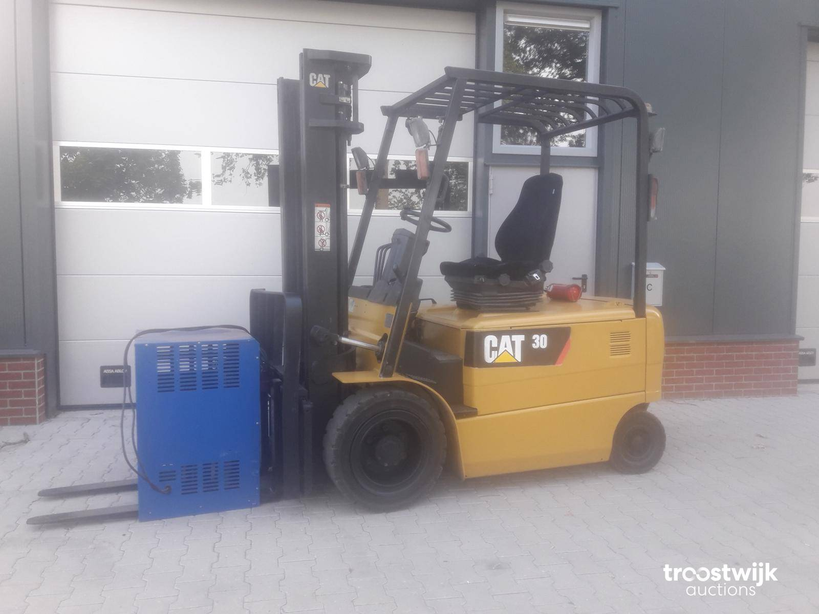 2013 caterpillar EP30 K electric forklift - Troostwijk