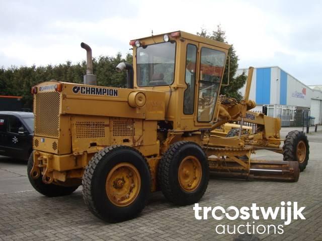 arriving hot sales hot sale online 1986 Champion 710A niveleuse - Troostwijk