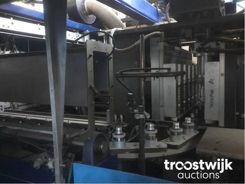 1997 TETRAPAK DBX6 linear blowing machine - Troostwijk