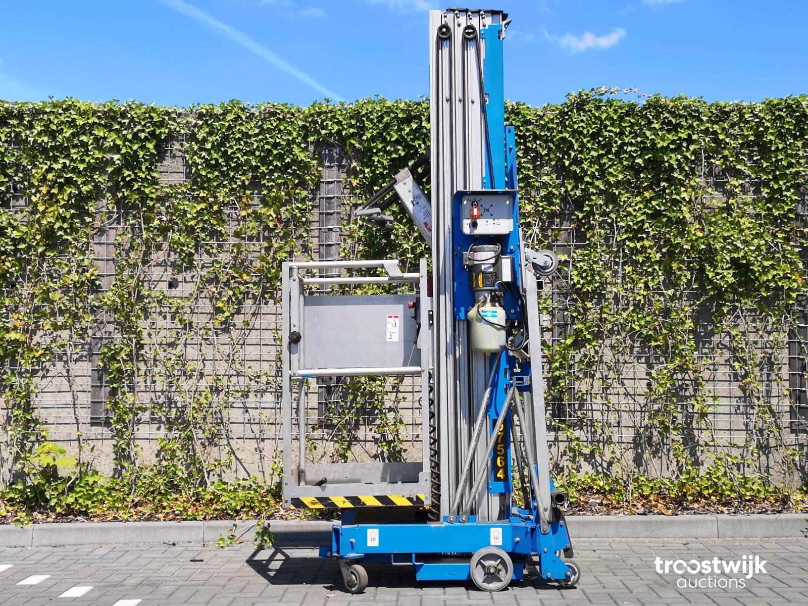 2004 Genie AWP-36S Electric tower crane - Troostwijk