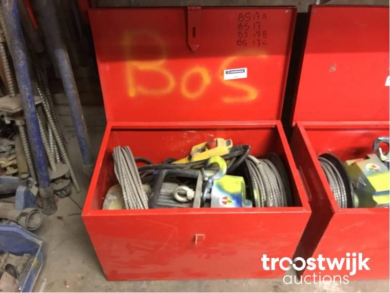 portable electr  material hoist - Troostwijk