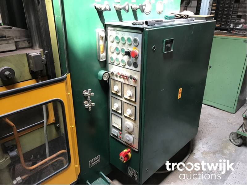 Desma 860/001 rubber injection molding machine - Troostwijk