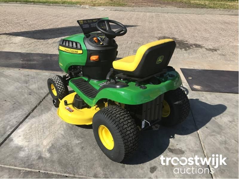 2018 John Deere E100 sitting lawn mower - Troostwijk