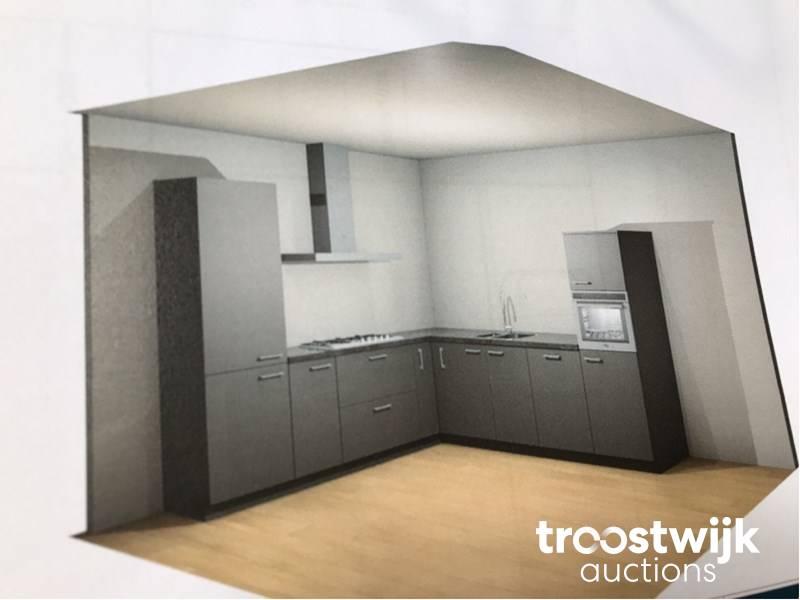 MK Zera FM corner kitchen set up - Troostwijk