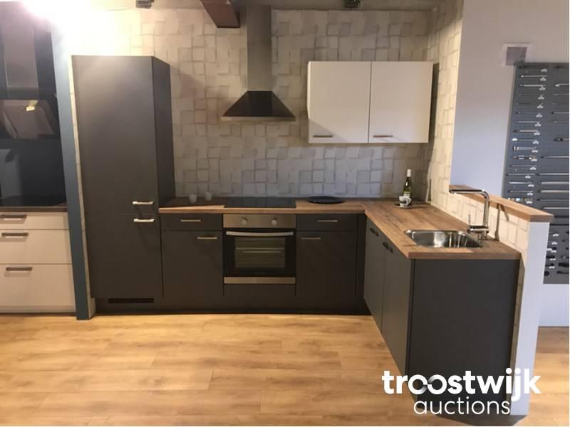 Nobilia Touch Schiefee grijs corner kitchen set up - Troostwijk