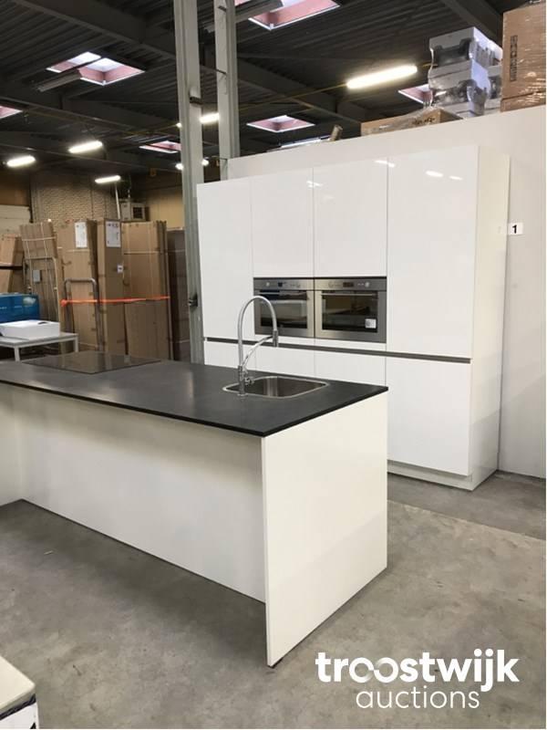 MK Zera XG G78 751 showroom di lusso cucina ad isola ...