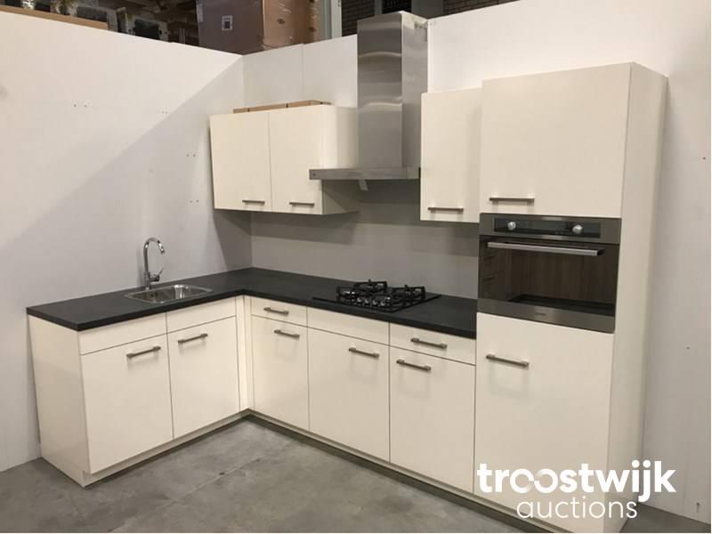 MK 2530 Zera SG corner kitchen set up - Troostwijk