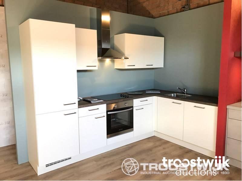 Nobilia Speed corner kitchen set up - Troostwijk