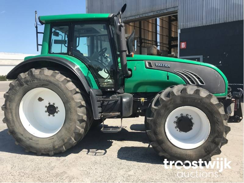 Traktor hajtómű felfüggesztés