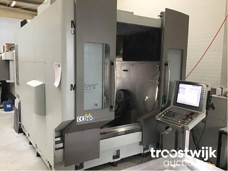 CNC-Bearbeitungszentren, Spritzgußmaschinen Woojin und Metallbearbeitungsmaschinen