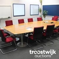 Büromöbel und Ausstattung