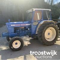 Landwirtschaftliche Geräte wie FORD Traktor und Güllemixer