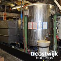 Maschinen für die Knopfherstellung und -Bearbeitung sowie Laborausstattung