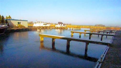 Online veiling Bedrijfslocatie met havenfaciliteiten te Jirnsum