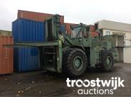1. heavy rough terrain container handling truck with spreader