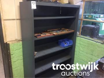 Metalen open kast. nagrom boekenkast van hout en metaal twisk